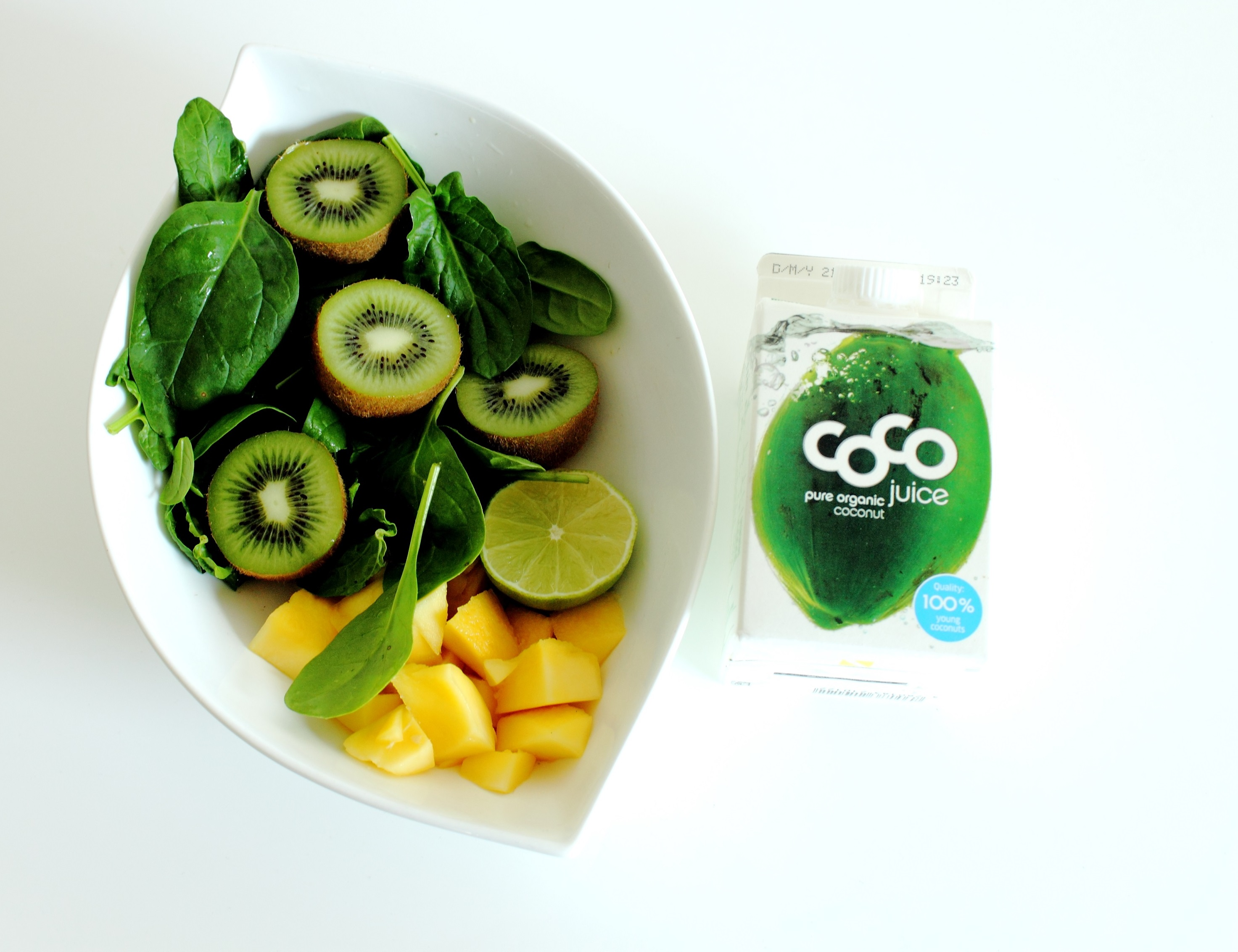 Ingredients green Smoothie Soinach, coconutwater, mango