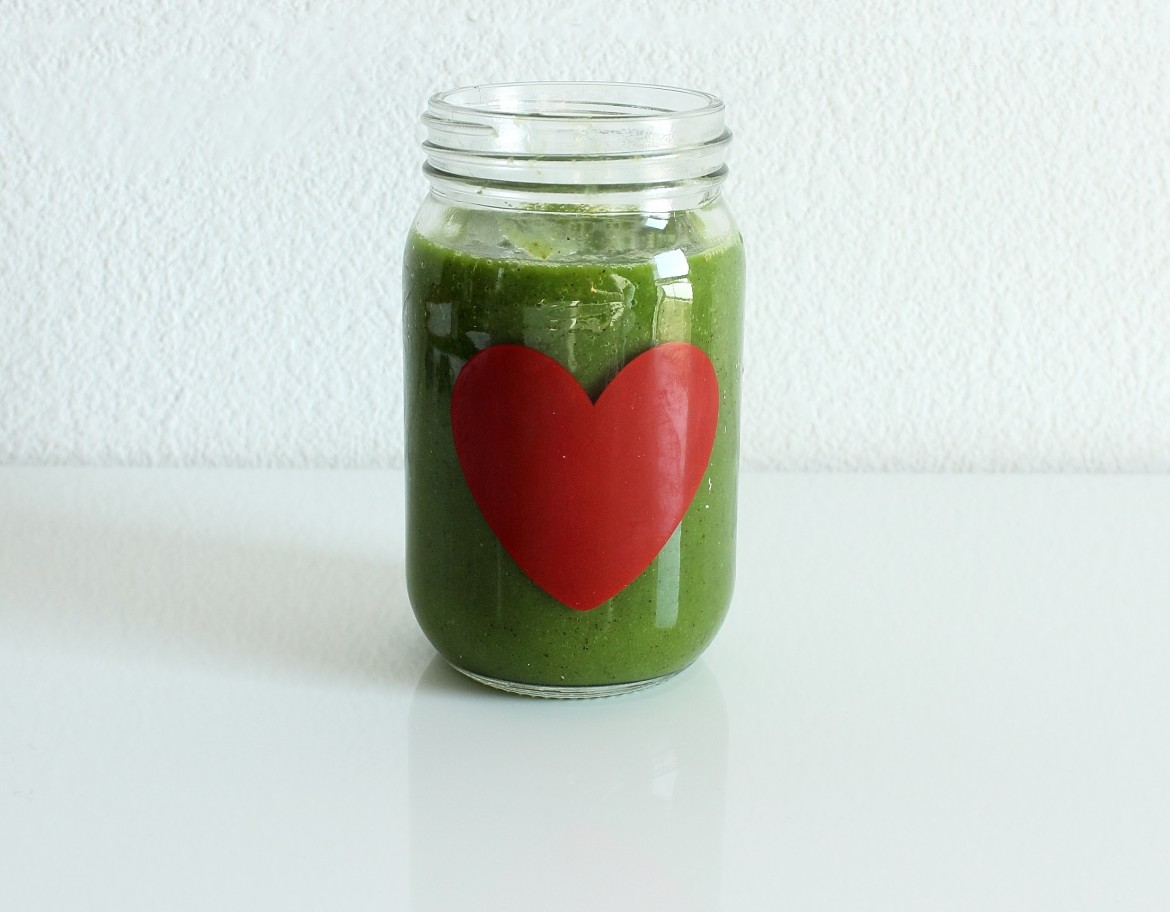 Green Smoothie with soinach and mango