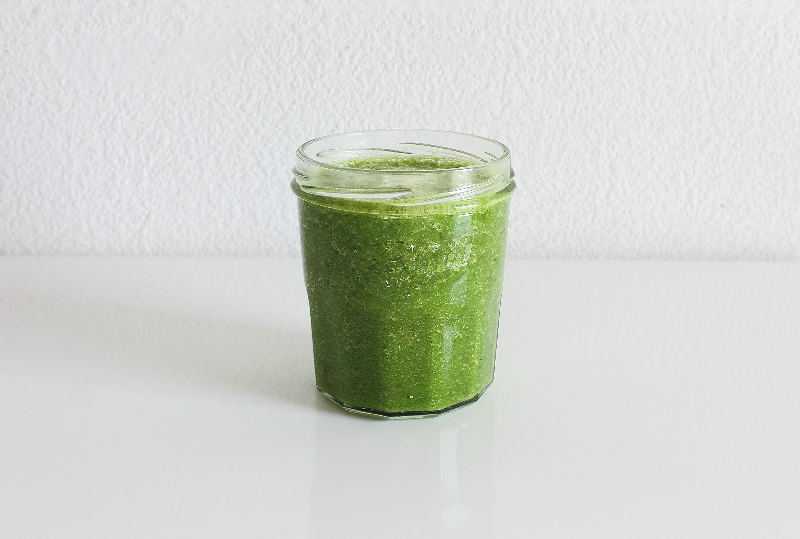 Green smoothie kale orange apple banana