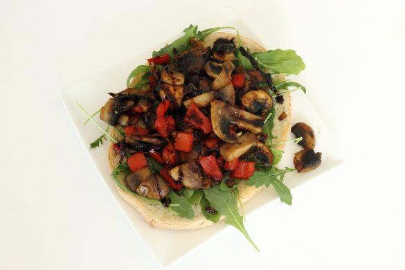 Bruscetta champignons paprika rucola vegan