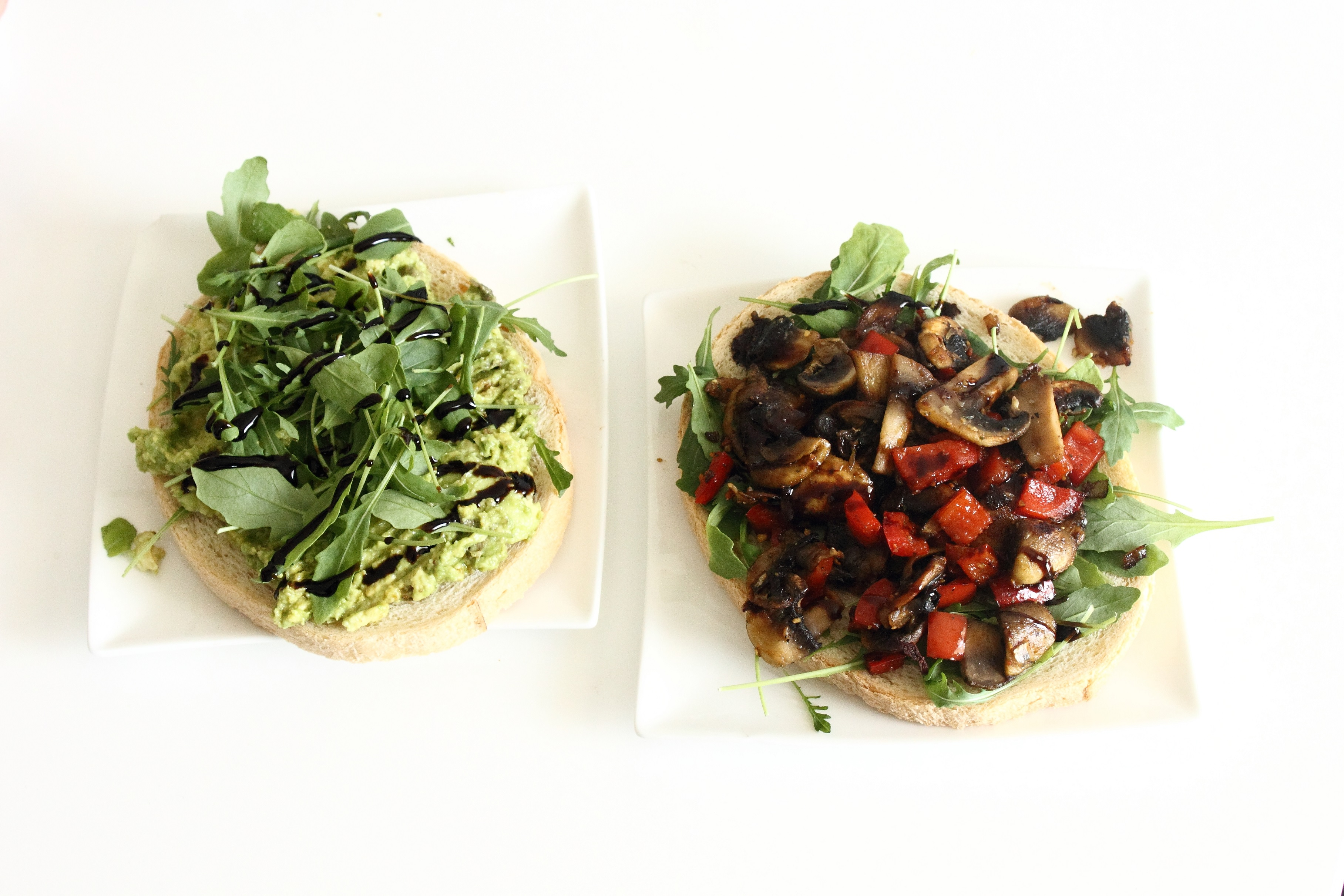 bruscetta avocado rucola and champignons paprika rucola